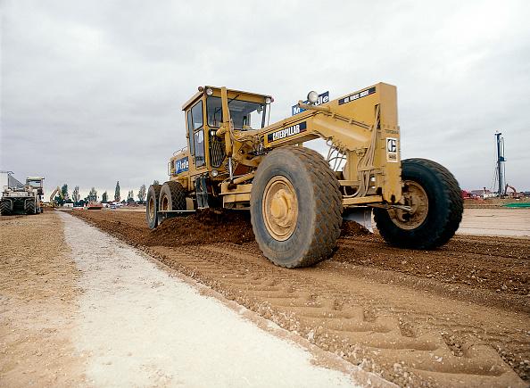 2002「Preparation of formation for new industrial estate using Caterpillar 140G scraper」:写真・画像(19)[壁紙.com]