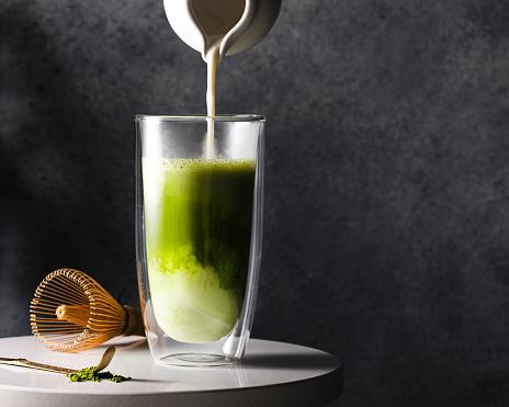 Gray Background「Preparation of matcha latte」:スマホ壁紙(2)