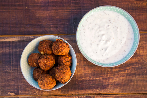 Falafel「Preparation of falafel, vegetan falafel patties, joghurt in bowl」:スマホ壁紙(11)