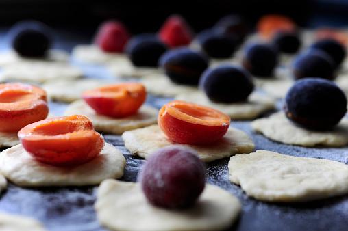 杏「Preparation of strawberries, plums and apricots dumplings 」:スマホ壁紙(3)