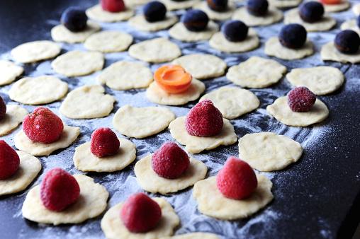 杏「Preparation of strawberries, plums and apricots dumplings 」:スマホ壁紙(2)