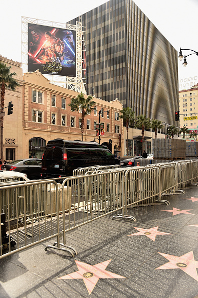 "Star Wars Series「Preparations For Disney's ""Star Wars: The Force Awakens"" On Hollywood Blvd」:写真・画像(3)[壁紙.com]"