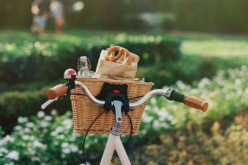 Picnic「Bicycle basket full of groceries」:スマホ壁紙(13)