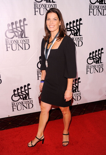 Nancy Kerrigan「The 26th Annual Sports Legends Dinner At The Waldorf Astoria In NYC Benefitting The Buoniconti Fund To Cure Paralysis」:写真・画像(11)[壁紙.com]