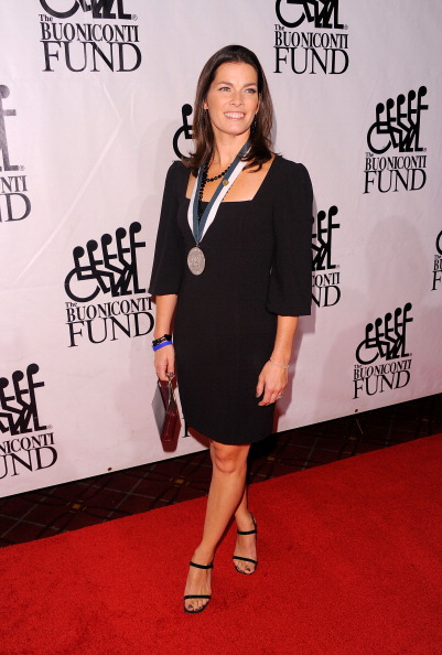 Nancy Kerrigan「The 26th Annual Sports Legends Dinner At The Waldorf Astoria In NYC Benefitting The Buoniconti Fund To Cure Paralysis」:写真・画像(3)[壁紙.com]