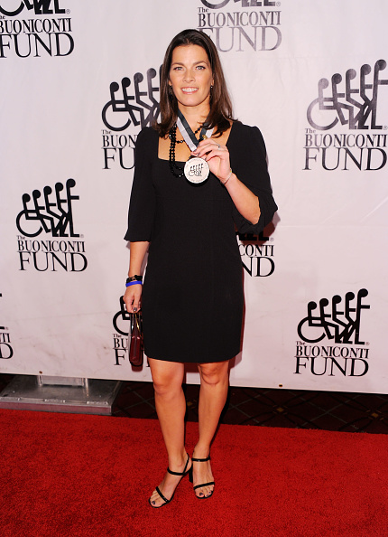 Nancy Kerrigan「The 26th Annual Sports Legends Dinner At The Waldorf Astoria In NYC Benefitting The Buoniconti Fund To Cure Paralysis」:写真・画像(4)[壁紙.com]