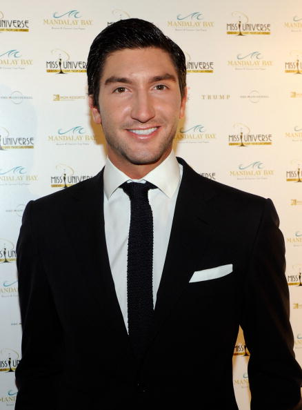 Evan Lysacek「2010 Miss Universe Pageant - Arrivals」:写真・画像(6)[壁紙.com]