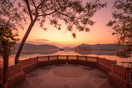 Rajasthan「The palace Jal Mahal at sunrise. Jal Mahal (Water Palace) was built during the 18th century in the middle of Mansarovar Lake. Jaipur, Rajasthan, India, Asia.」:スマホ壁紙(8)
