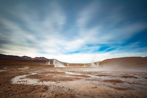 Tatio Geysers「El Tatio geysers at sunrise - third largest geyser field in the world and one of the highest located, at 4,320m, Atacama Desert, Chile, January 20, 2018」:スマホ壁紙(2)