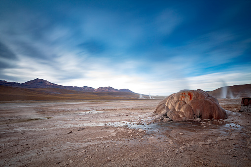 Tatio Geysers「El Tatio geysers at sunrise - third largest geyser field in the world and one of the highest located, at 4,320m, Atacama Desert, Chile, January 20, 2018」:スマホ壁紙(6)