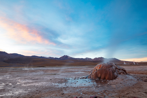 Tatio Geysers「El Tatio geysers at sunrise - third largest geyser field in the world and one of the highest located, at 4,320m, Atacama Desert, Chile, January 20, 2018」:スマホ壁紙(7)