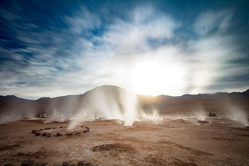 Tatio Geysers「El Tatio geysers at sunrise - third largest geyser field in the world and one of the highest located, at 4,320m, Atacama Desert, Chile, January 20, 2018」:スマホ壁紙(8)