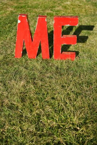 Selfishness「ME letters on grass」:スマホ壁紙(15)