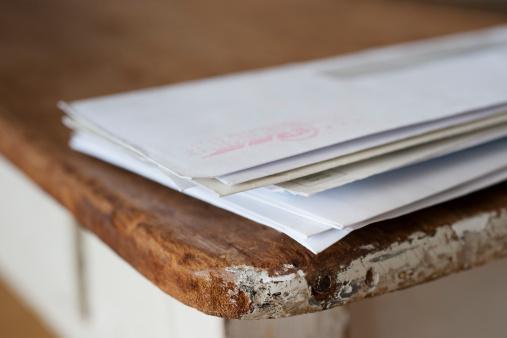 Letter - Document「Letters on the egde of table」:スマホ壁紙(14)