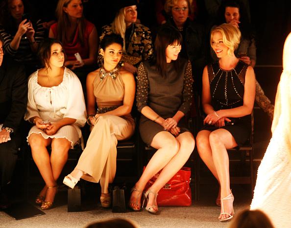 ヴァネッサ・ハジェンズ「Jenny Packham - Front Row - Fall 2013 Mercedes-Benz Fashion Week」:写真・画像(7)[壁紙.com]