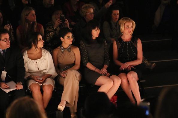 ヴァネッサ・ハジェンズ「TRESemme At Jenny Packham - Front Row - Fall 2013 Mercedes-Benz Fashion Week」:写真・画像(2)[壁紙.com]