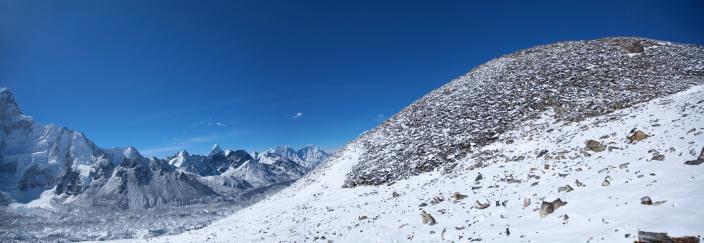 Kala Pattar「Amazing panorama of Himalayas mountain range on beautiful sunny day」:スマホ壁紙(13)