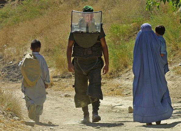 Kabul「French Sappers Clear Ordnance in Afghanistan」:写真・画像(9)[壁紙.com]