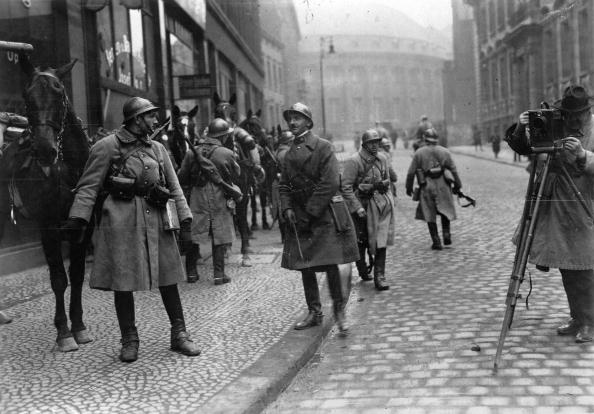 Military Invasion「French soldiers in Essen at the occupation of the Ruhr district by french troups, Photograph, Germany, 1923」:写真・画像(5)[壁紙.com]