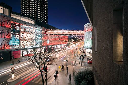 Light Trail「Busy street with LED illuminated shopping mall」:スマホ壁紙(12)