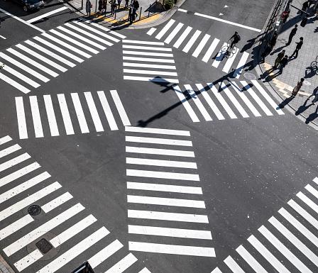 Elevated Road「Busy Streets in Shinjuku / Tokyo, Japan」:スマホ壁紙(8)
