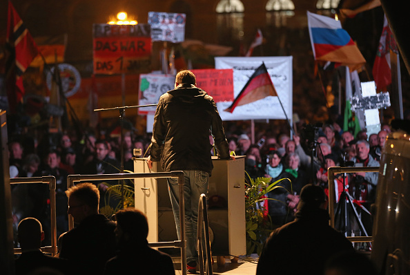 Large Group Of People「Pegida Movement Marks First Anniversary」:写真・画像(14)[壁紙.com]
