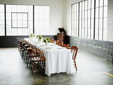 Banquet「Banquet table set for dinner in loft」:スマホ壁紙(16)