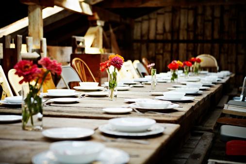 Compatibility「Banquet table set for dinner inside building」:スマホ壁紙(0)