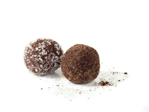 Sweet Food「Two Chocolate truffles on white background」:スマホ壁紙(12)