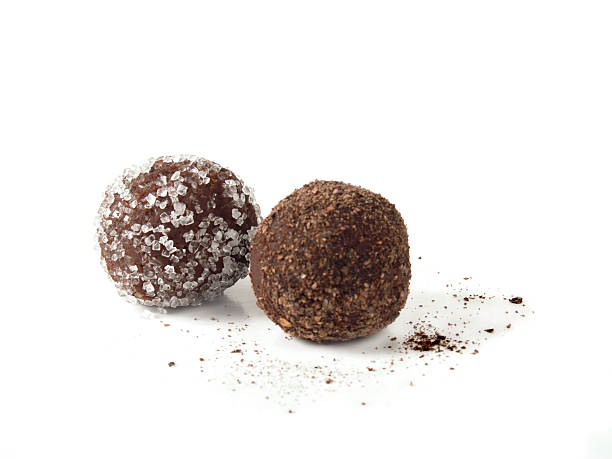 Two Chocolate truffles on white background:スマホ壁紙(壁紙.com)