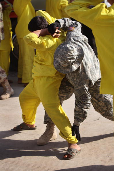 Camp Cropper「US Military Holds Thousands Of Detainees In Baghdad Prison」:写真・画像(16)[壁紙.com]
