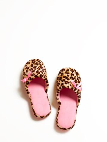 Leopard pattern「Leopard print slippers」:スマホ壁紙(2)