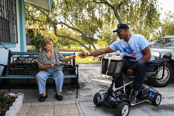 People「Democratic Party Volunteer Canvases Florida Neighborhood To Get Voters To The Polls」:写真・画像(18)[壁紙.com]