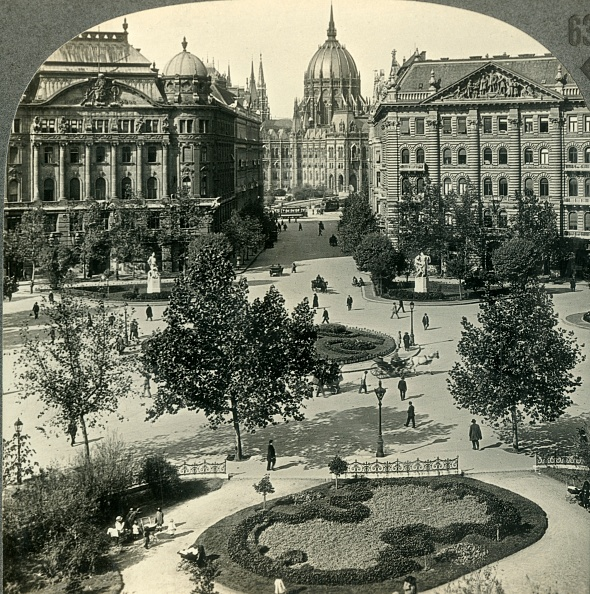 Flowerbed「Liberty Square With Parliament House」:写真・画像(19)[壁紙.com]