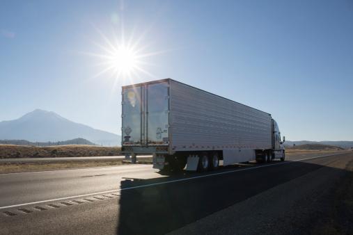 Road Marking「Semi-trailer truck motors along empty highway」:スマホ壁紙(18)