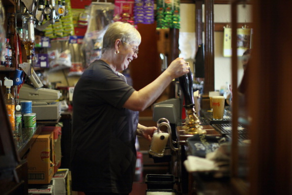 Pub Food「Regulars Enjoy A Traditional Black Country Pub」:写真・画像(7)[壁紙.com]