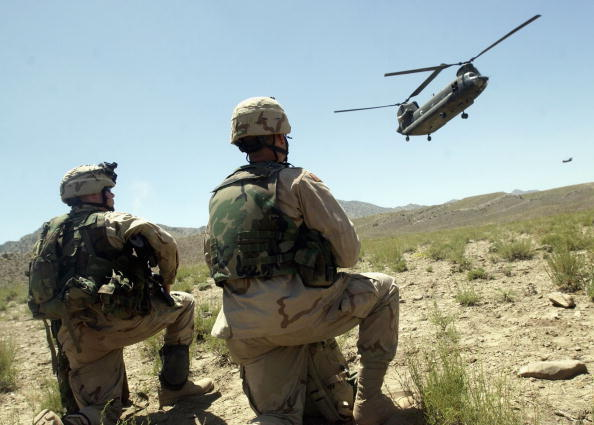 CH-47 Chinook「U.S. Soldiers Undertake Operation Dragon Fury」:写真・画像(2)[壁紙.com]