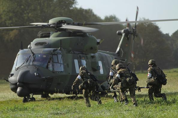 Helicopter「Bundeswehr Holds Military Exercises」:写真・画像(12)[壁紙.com]