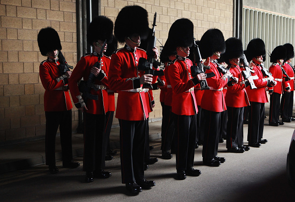 Participant「Soldiers From The Foot Guards Of The Household Division Prepare Ahead Of The Royal Wedding」:写真・画像(19)[壁紙.com]