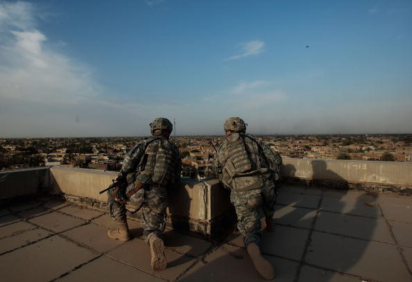 Baghdad「U.S. Soldiers Explore Abandoned Shopping Mall In East Baghdad」:写真・画像(9)[壁紙.com]