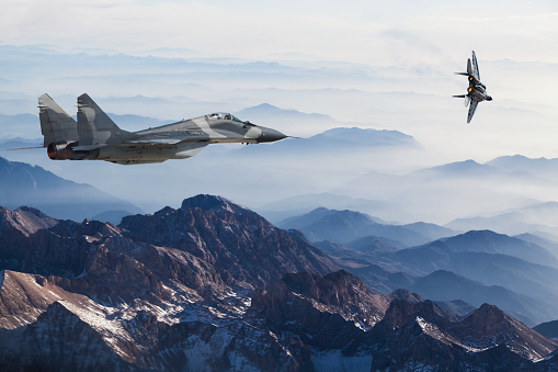 Russian Military「Mig-29 Fighter Jets in Flight above the mountains」:スマホ壁紙(14)