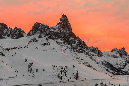 雪景色「冬、イタリアで淡い・ ディ ・ サン ・ マルティーノ自然公園の夕日」:スマホ壁紙(7)
