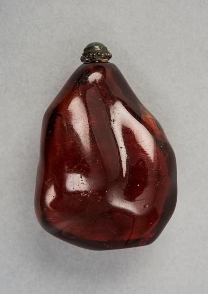 Rock - Object「Amber Snuff Bottle Of Natural Pebble Form」:写真・画像(12)[壁紙.com]