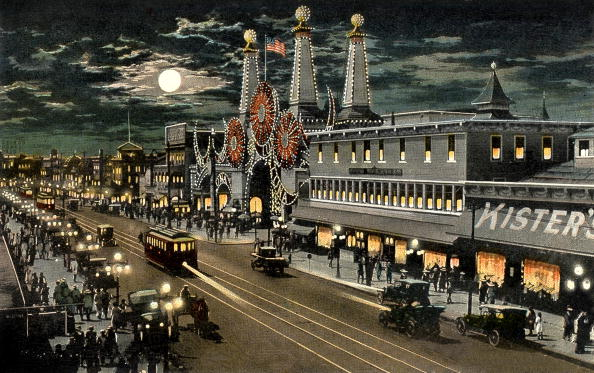 Amusement Park「Luna Park and surf avenue by night in Coney Island in New York, postcard, 20's, Coney Island is a theme park created in the 19th century in Brooklyn (New York),」:写真・画像(9)[壁紙.com]