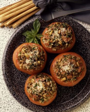 Pine Nut「Stuffed baked tomatoes and breadsticks」:スマホ壁紙(14)