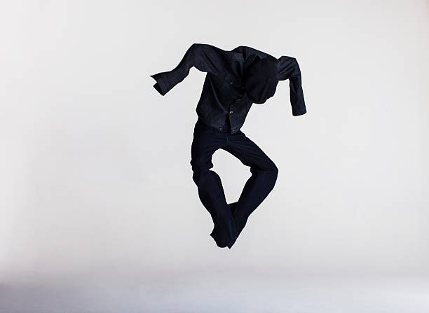 dressed human shape jumping in air:スマホ壁紙(壁紙.com)