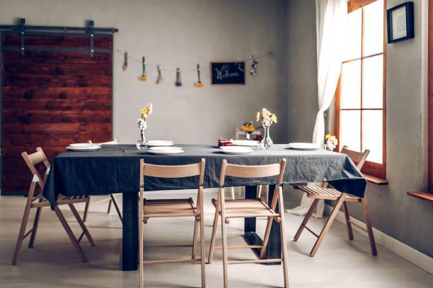 Dinner table:スマホ壁紙(壁紙.com)