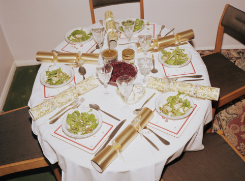 Christmas Cracker「Dinner table setting with christmas crackers」:スマホ壁紙(15)