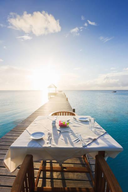 Dinner Table at Sunset Luxury Tourist Resort:スマホ壁紙(壁紙.com)