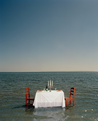 Mid Distance「Dinner table in middle ocean, side view」:スマホ壁紙(3)